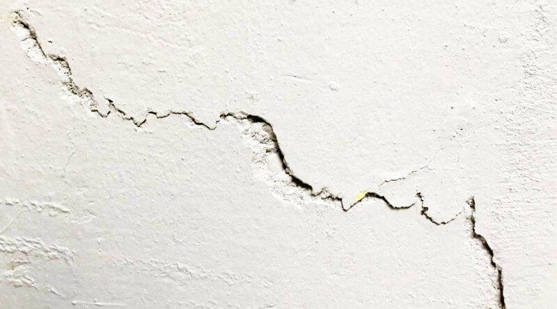 Co dělat když praskají zdi