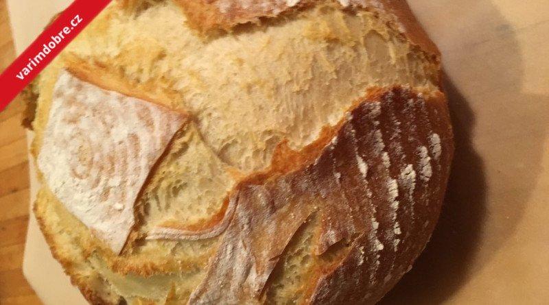 Pokličkový chleba s olivami a škvarky