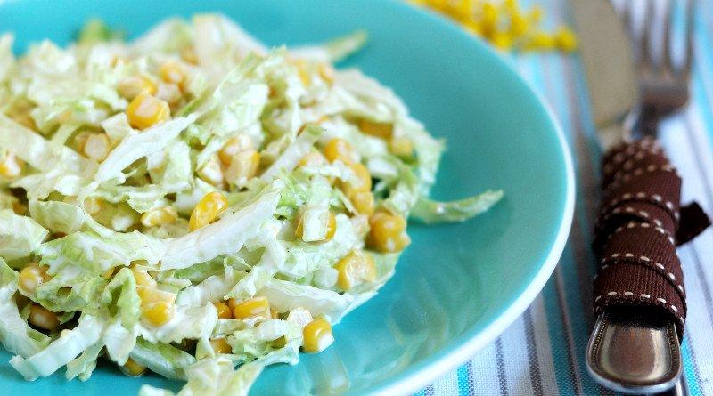 Zelný salát s kukuřicí