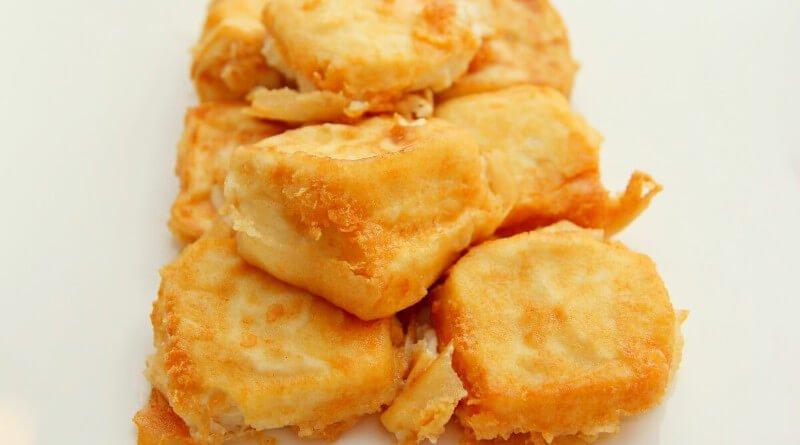 Smažené tofu plněné sýrem