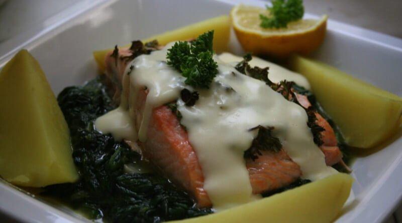 Vyuzený losos s brokolicovou omáčkou