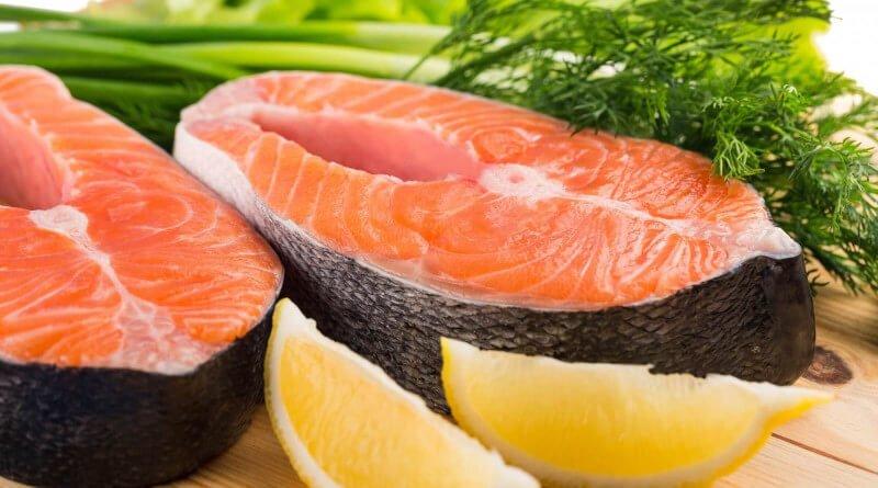 Grilovaný tuňák s grilovanou zeleninou